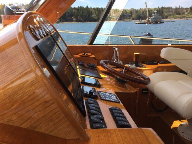 Hinckley Yachts Talaria 43 Flybridge